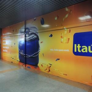 Zoom-Imagem-Comunicacao-Visual-Salvador-Midia-Aeroportuaria-Itau-02